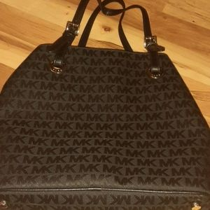 Nwt Michael Kors purse. READ ALL. Updated 11/16/19